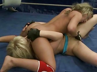 two beautiful blondes fighting