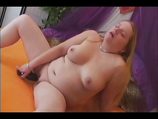 slutty plump heavy gf dildoing her vagina and