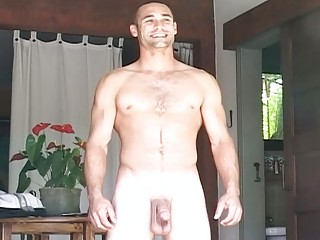 muscular gay guy exposes and pleases openair