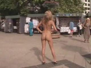 al fresco nudity photoshoots