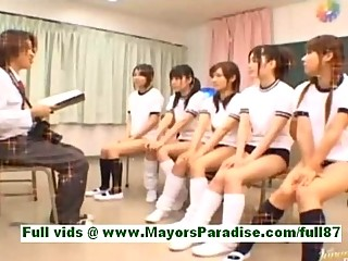 amateur japanese schoolgirls into the classroom