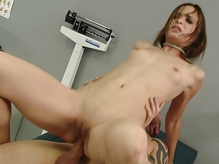 beautiful amateur babe anally banged by her medic