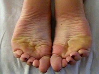 girl ck tip toe feet,